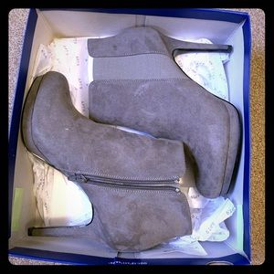 NEW Apt. 9 Gray Heeled Booties Size 10